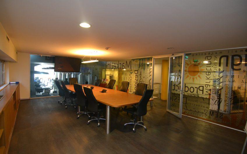 Şişli Harbiye'de 3 Katlı Cadde Cepheli Satılık İşyeri
